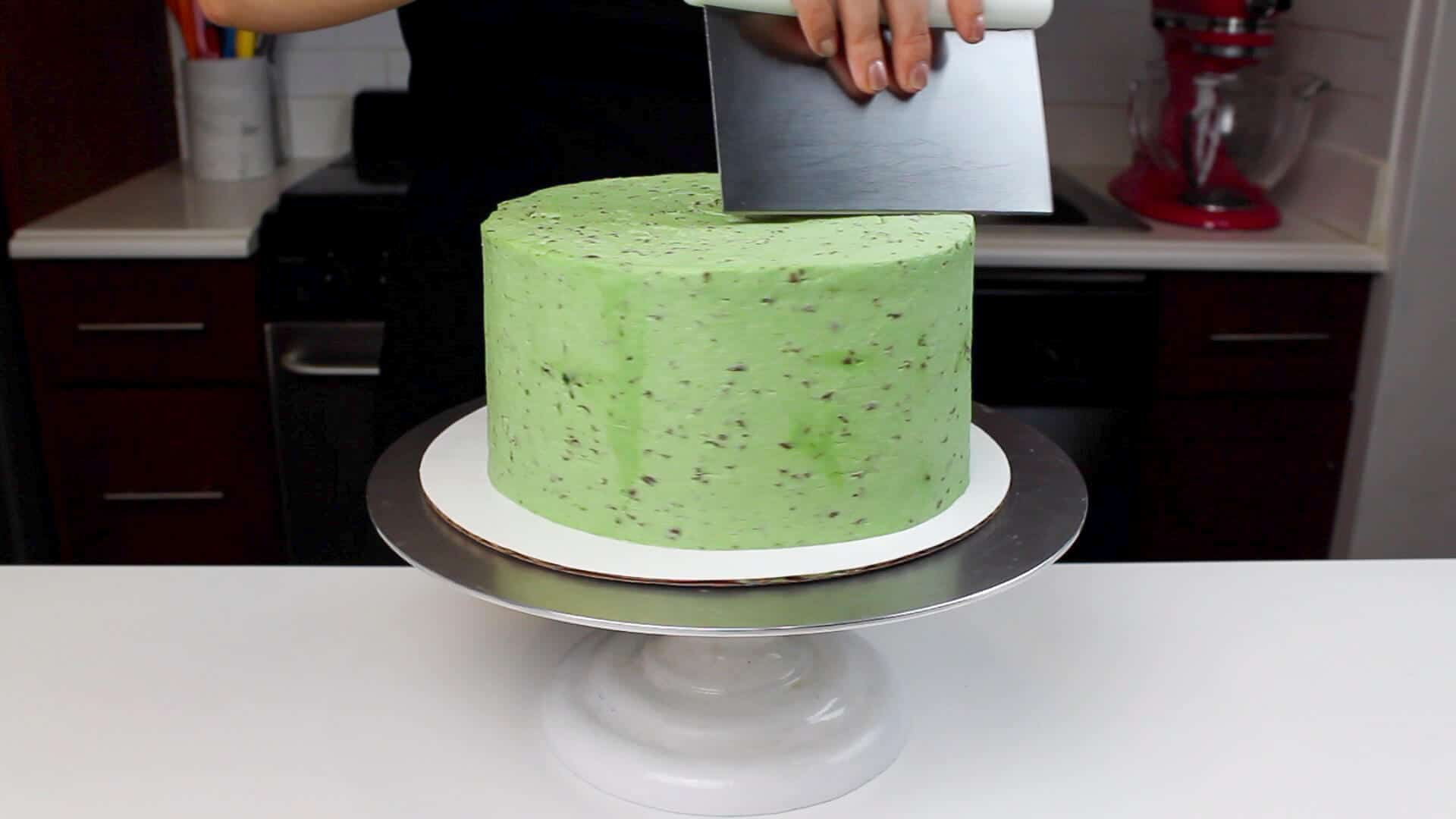 mint chocolate chip frosting smoothing
