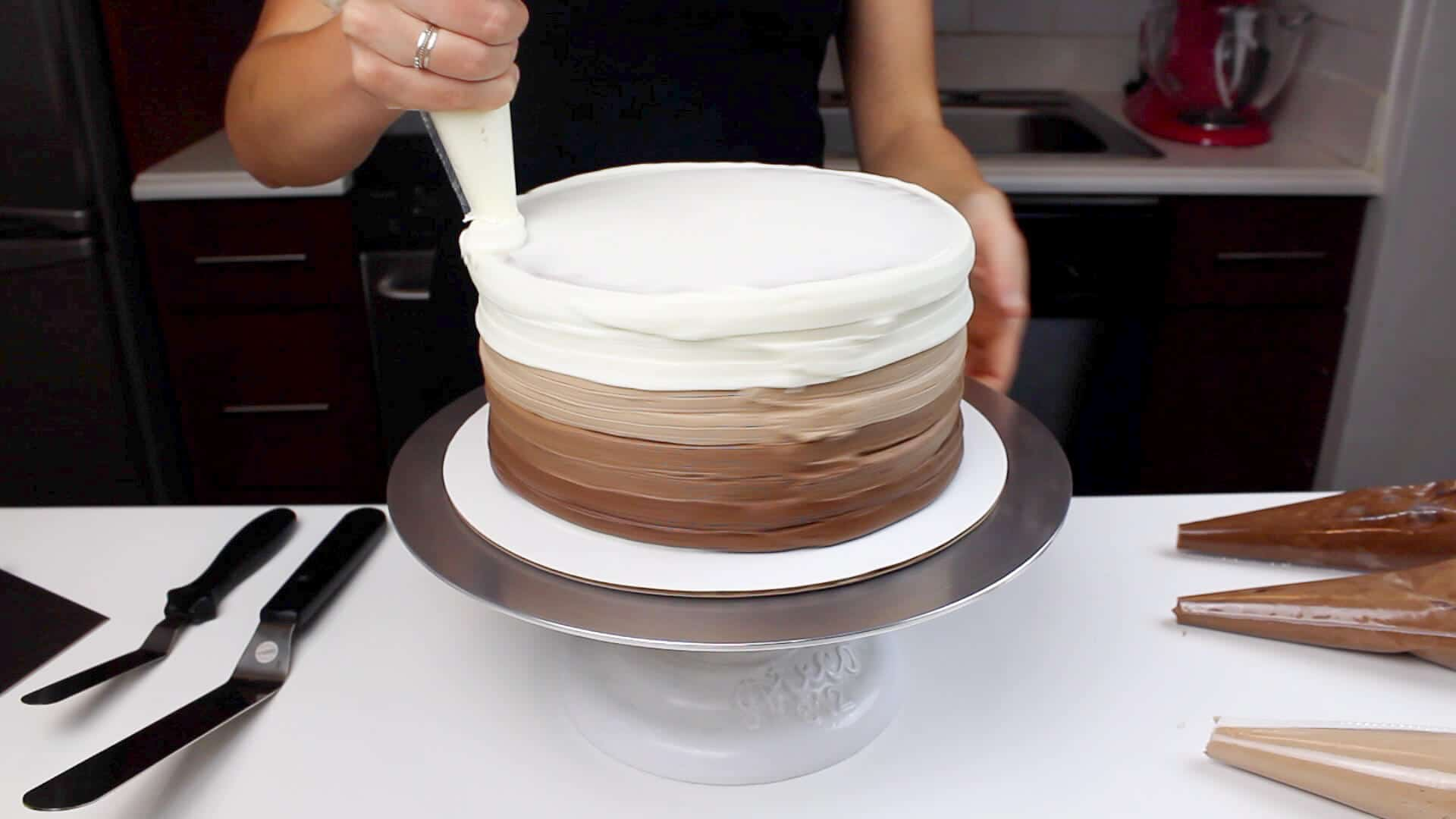 adding ombre to nutella swirled cake