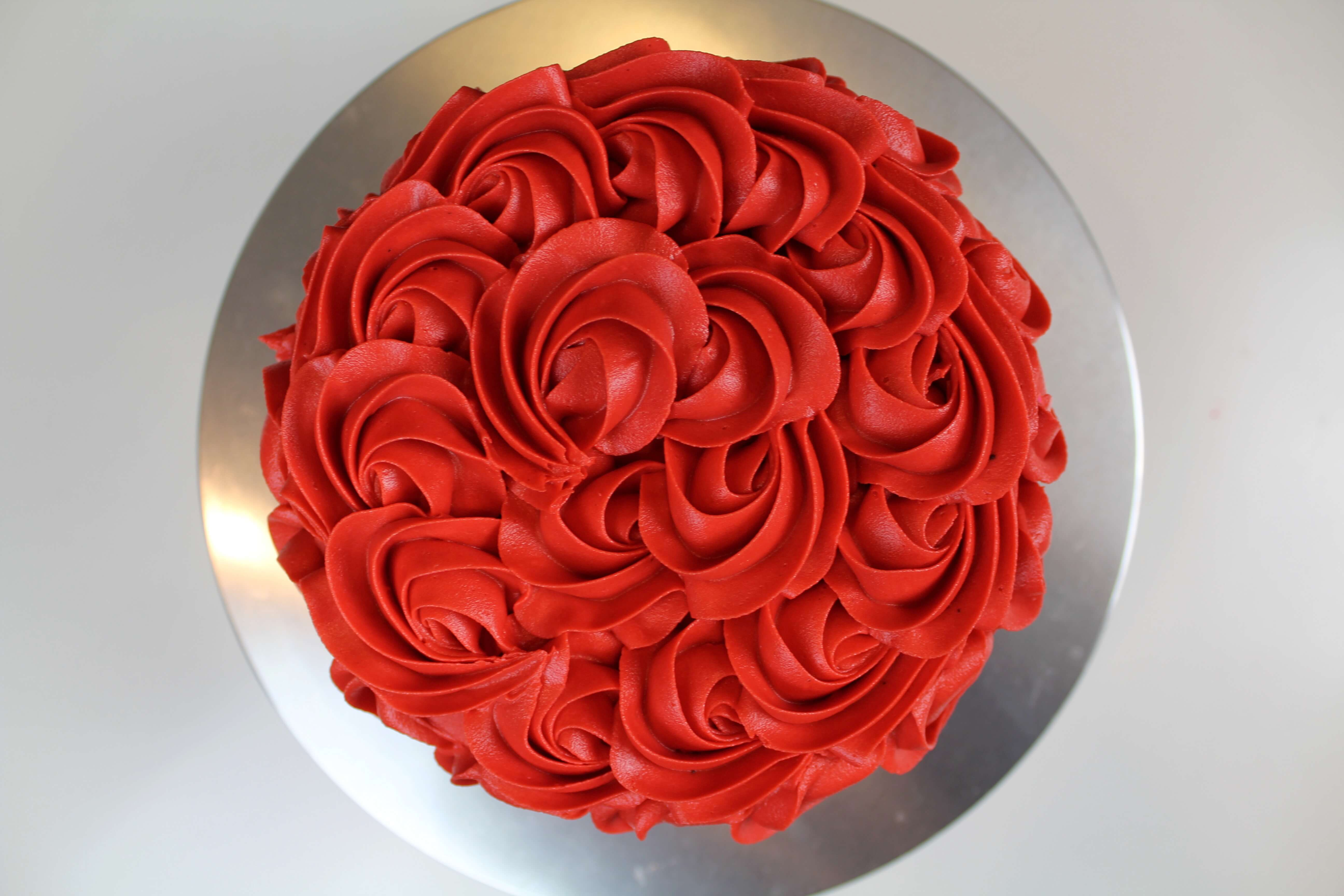 Red buttercream roses cake