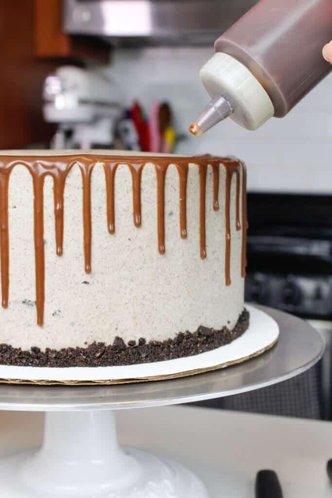 photo adding chocolate drip onto an oreo cake