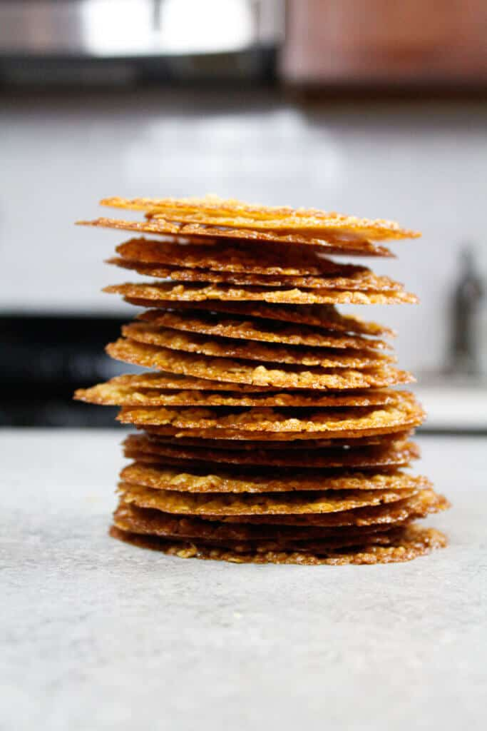photo of stack of oatmeal lace cookies