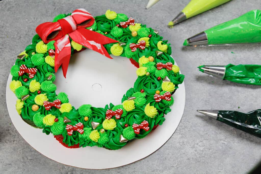image of christmas wreath cupcake cake