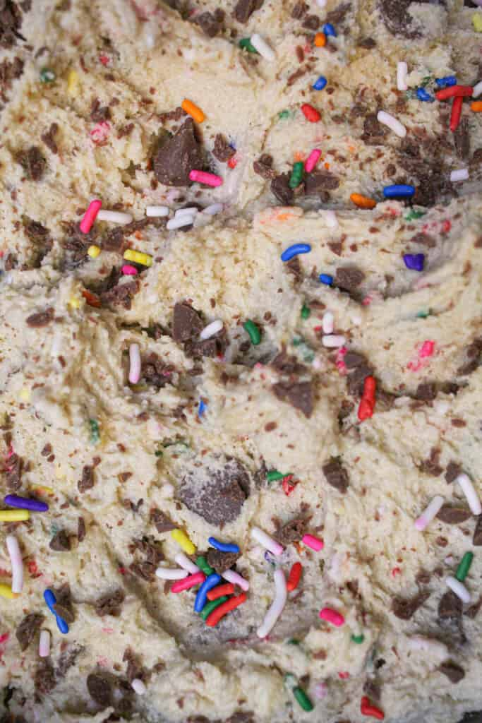image of cookie dough cake filling made by chelsweets