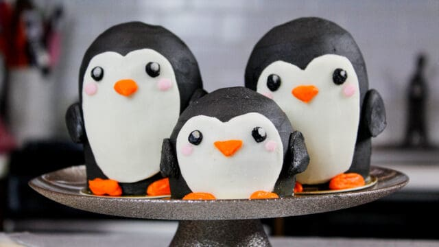 image of penguin cupcakes with baby penguin