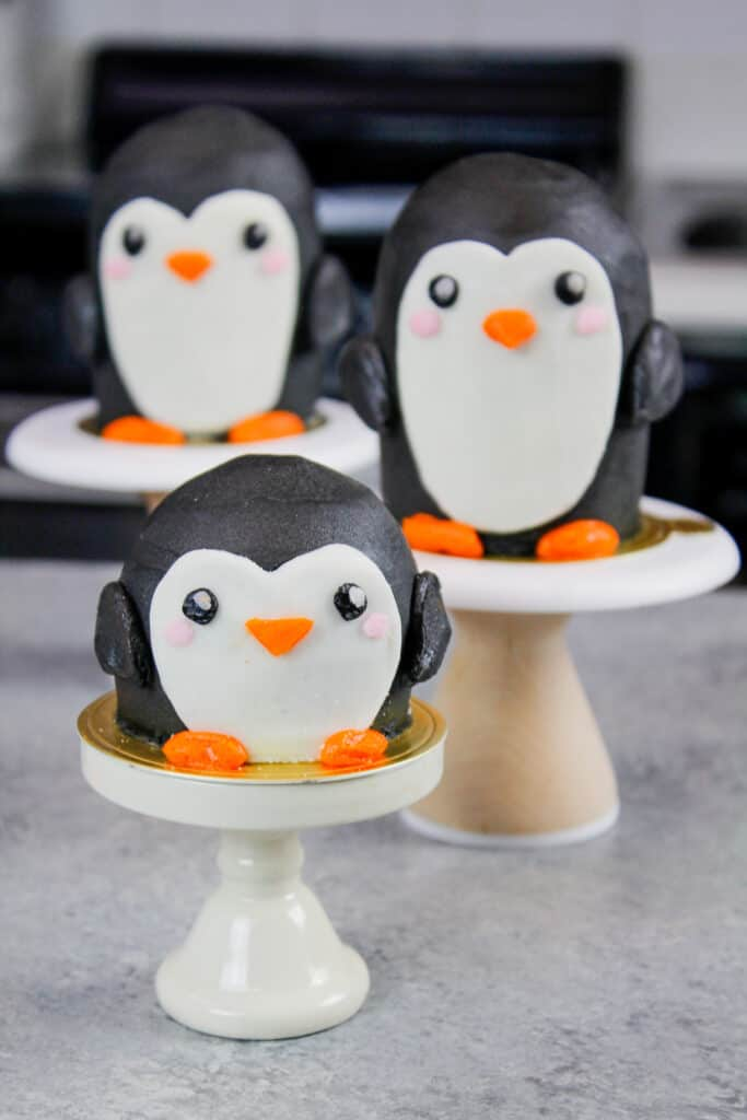 image of cute penguin cupcakes