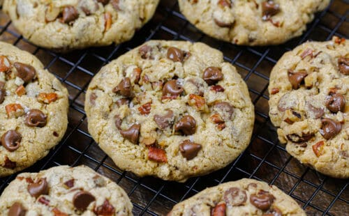 image of copycat doubletree chocolate chip cookies