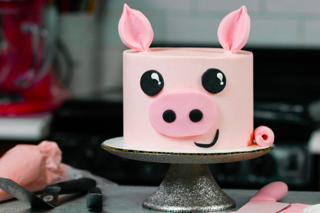 image of a pig cake made with buttercream