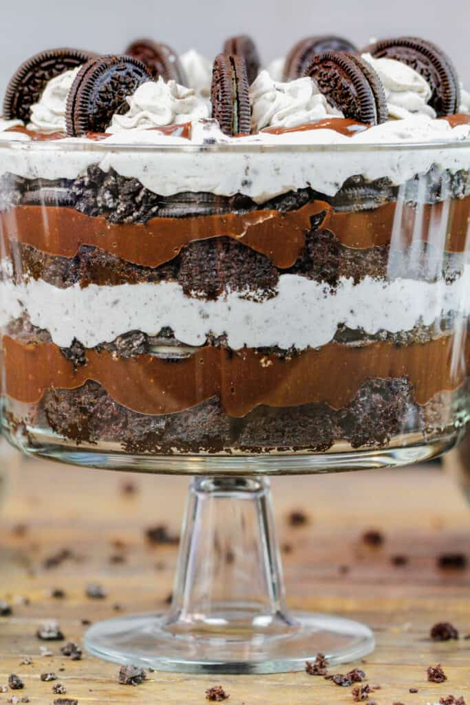 image of layers of oreo trifle in a glass dish