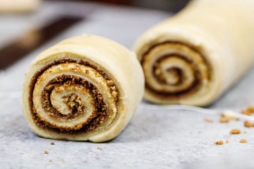 image of cinnamon rolls that have been cut very cleanly using floss instead of a knife