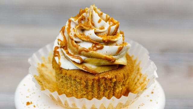 image of a biscoff cupcake make with cookie butter frosting and brown sugar cinnamon cupcakes