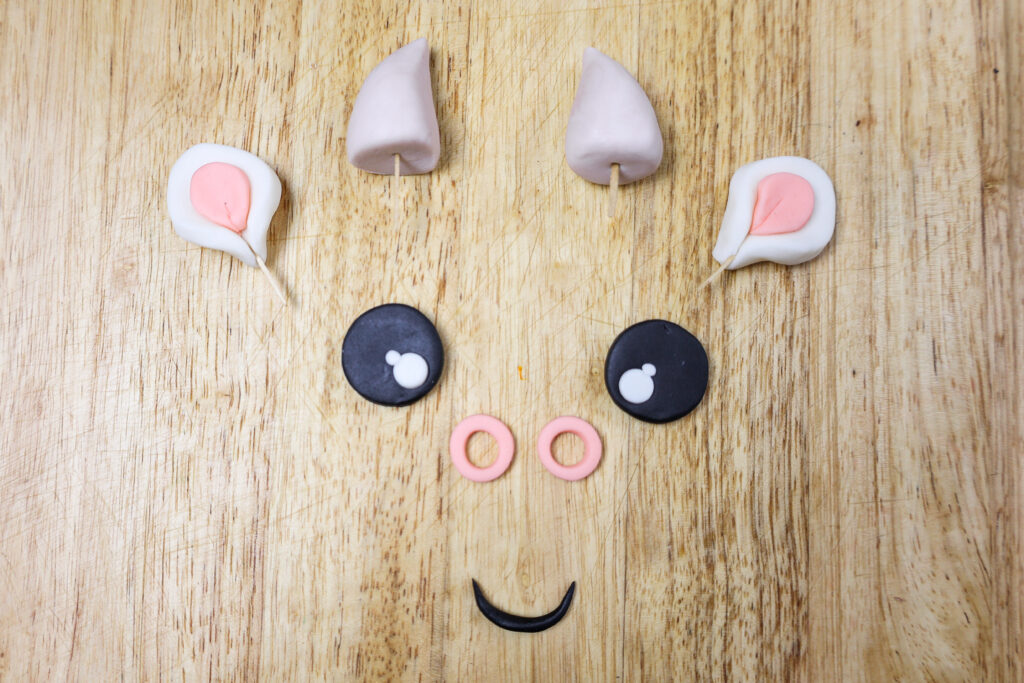image of a fondant face that's been made for a cow cake