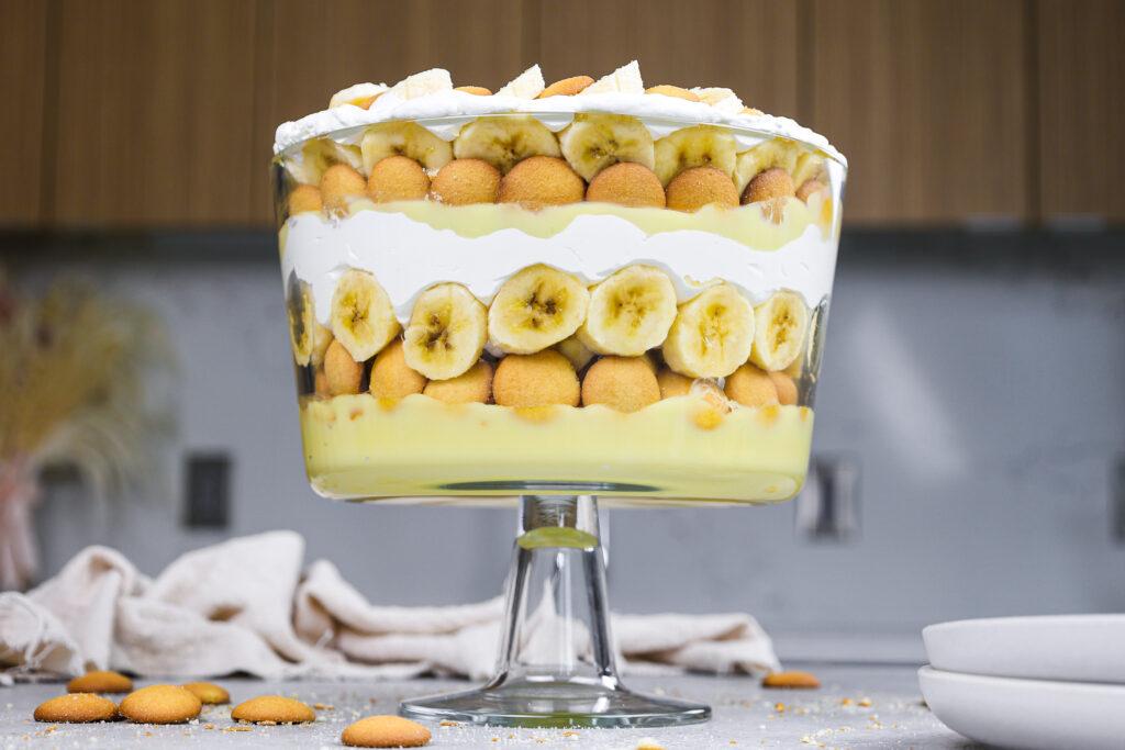 image of a beautiful, layered banana pudding trifle